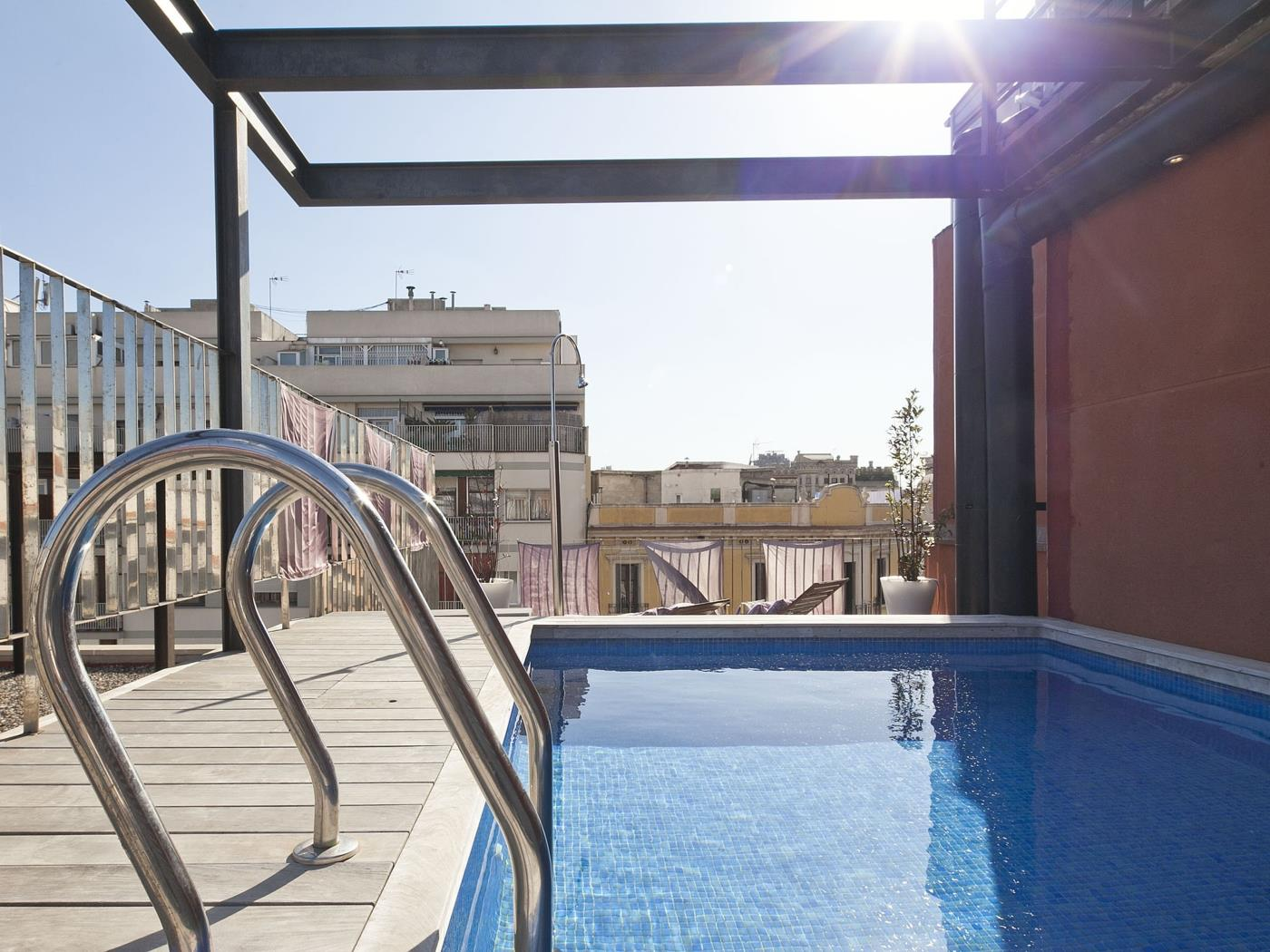 Private Terrace Apartment and Pool near the Beach for 8 - My Space Barcelona Apartments