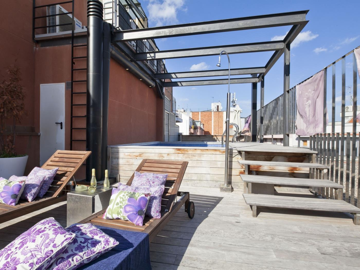 Rooftop Pool Apartment in Barcelona Center for 8 - My Space Barcelona Apartments