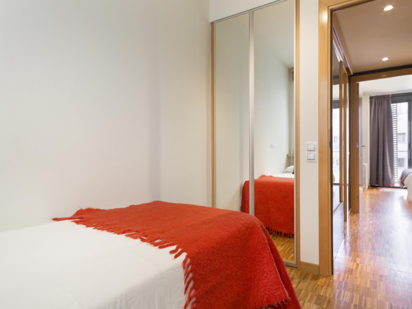 Cozy Apartment in the City Center with balcony in Barcelona for 6 - My Space Barcelona Apartments