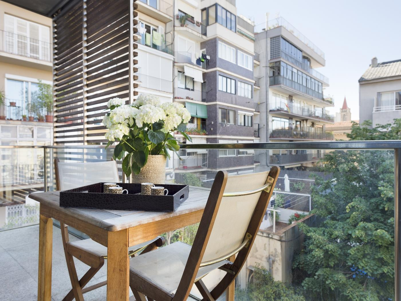 Corporate Executive Apartment near the City Center with balcony for 6 - My Space Barcelona Apartments