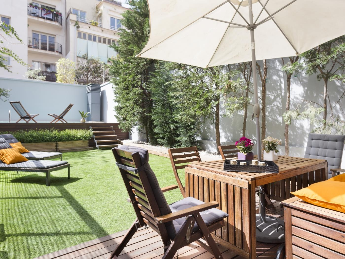 Modern Duplex with Private Garden and Pool for 10 - My Space Barcelona Apartments