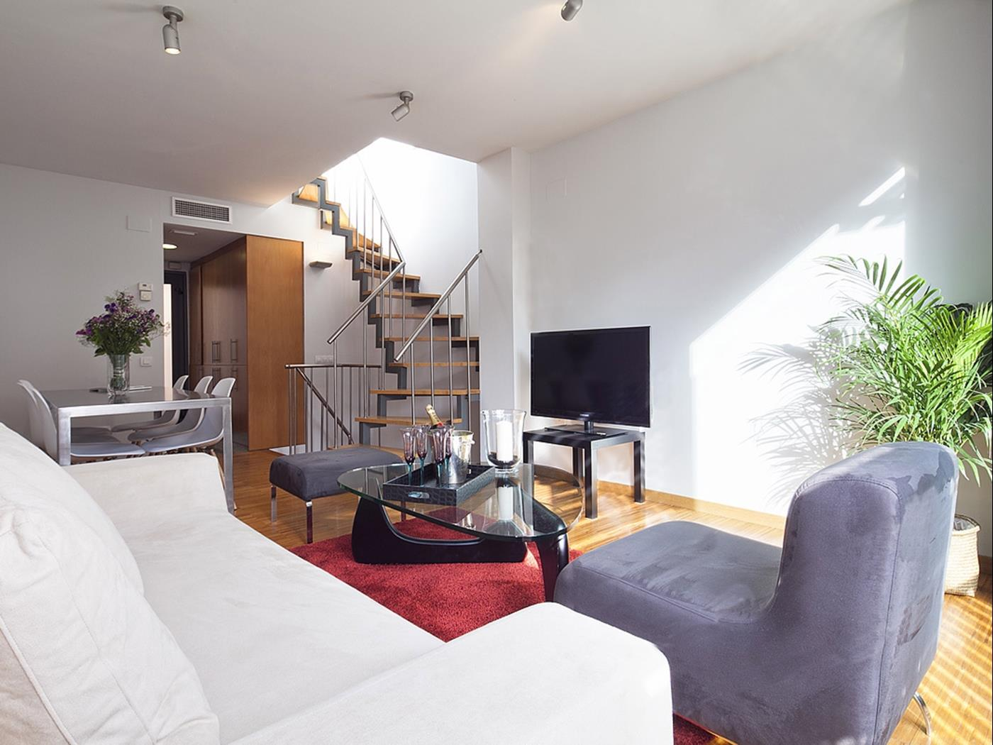 Attic with Private Terrace in City Center and access to swimming pool for 6 - My Space Barcelona Apartments