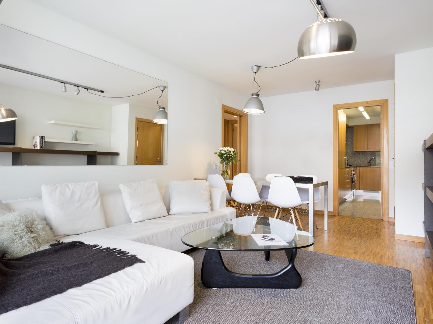 Sant Gervasi Apartment with balcony in the City Center for 6 - My Space barcelona Apartments