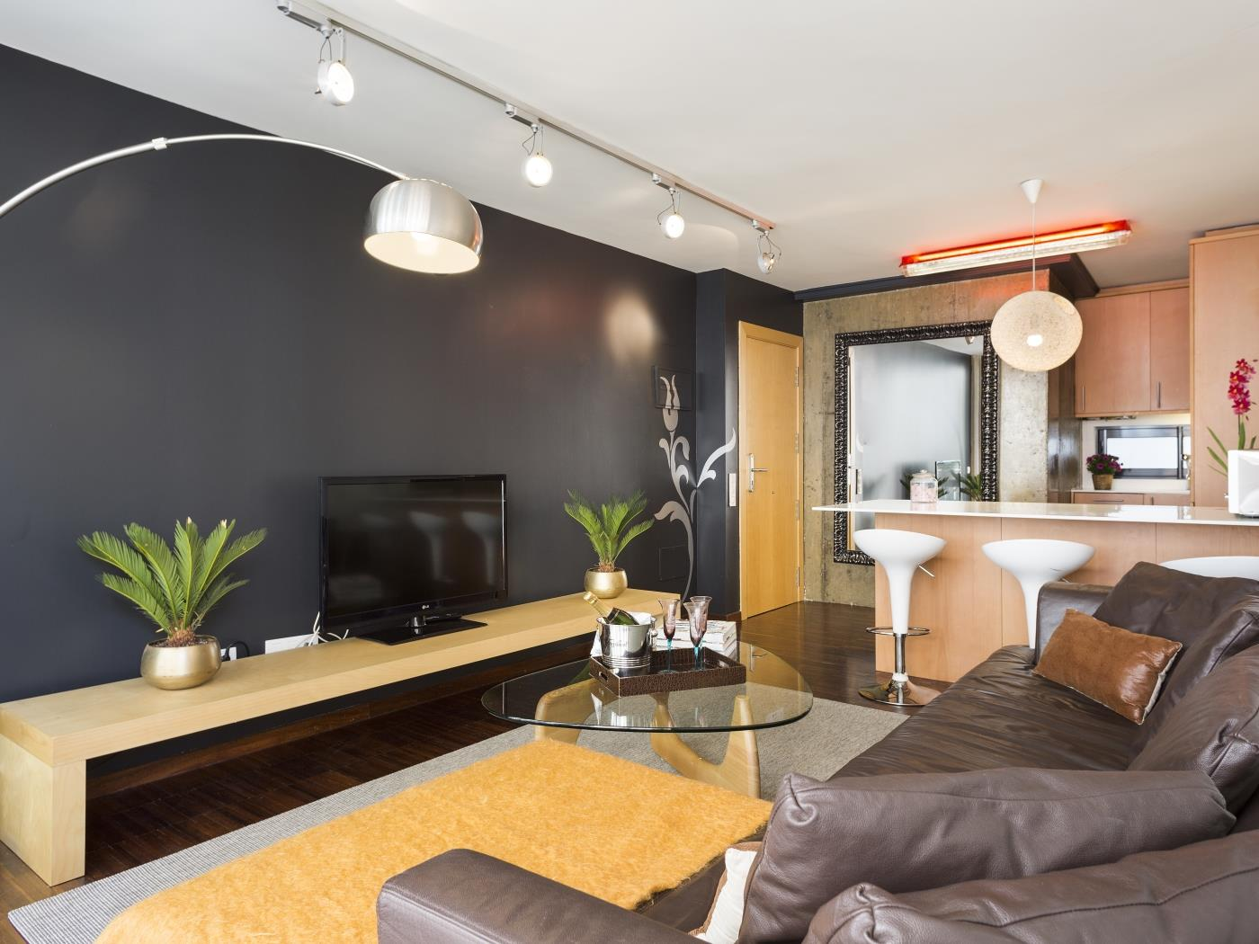 Executive Luxury Apartment near the City Center for 4 - My Space Barcelona Apartments
