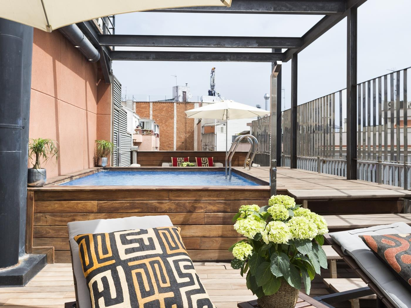 Loft in the Arc de Triumph of Barcelona with terrace, swimming pool and Wi-Fi - My Space Barcelona Apartments