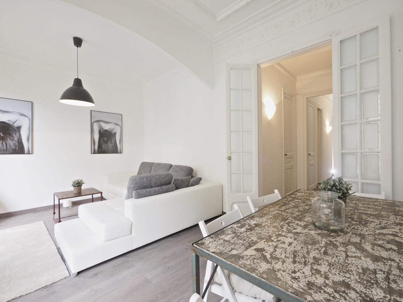 Eixample apartment in the city centre with small terrace for 8 - My Space Barcelona Apartments