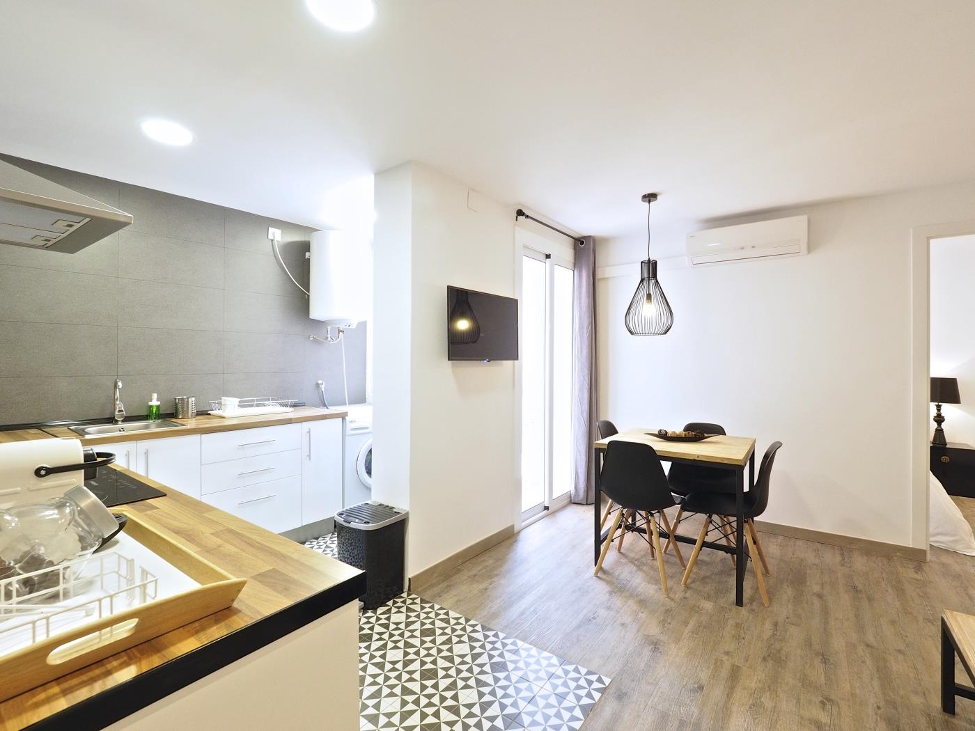 Beautiful apartment near Plau Reial in the city centre for 5 - My Space Barcelona Apartments