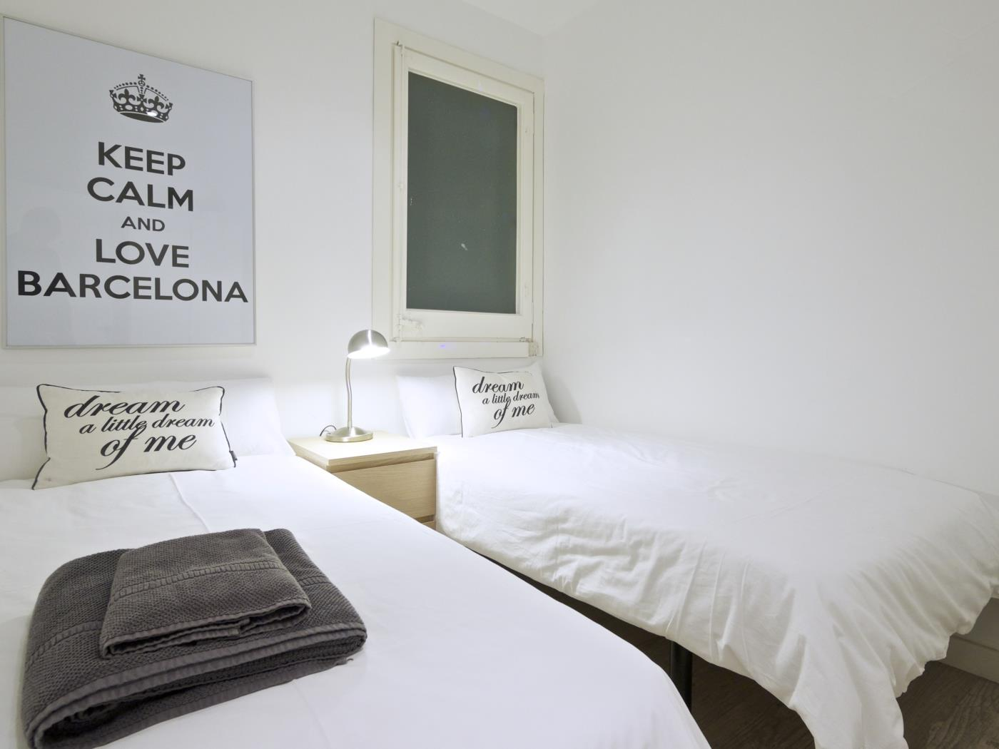 Maria Cristina apartment with terrace in the city centre for 4 - My Space Barcelona Apartments