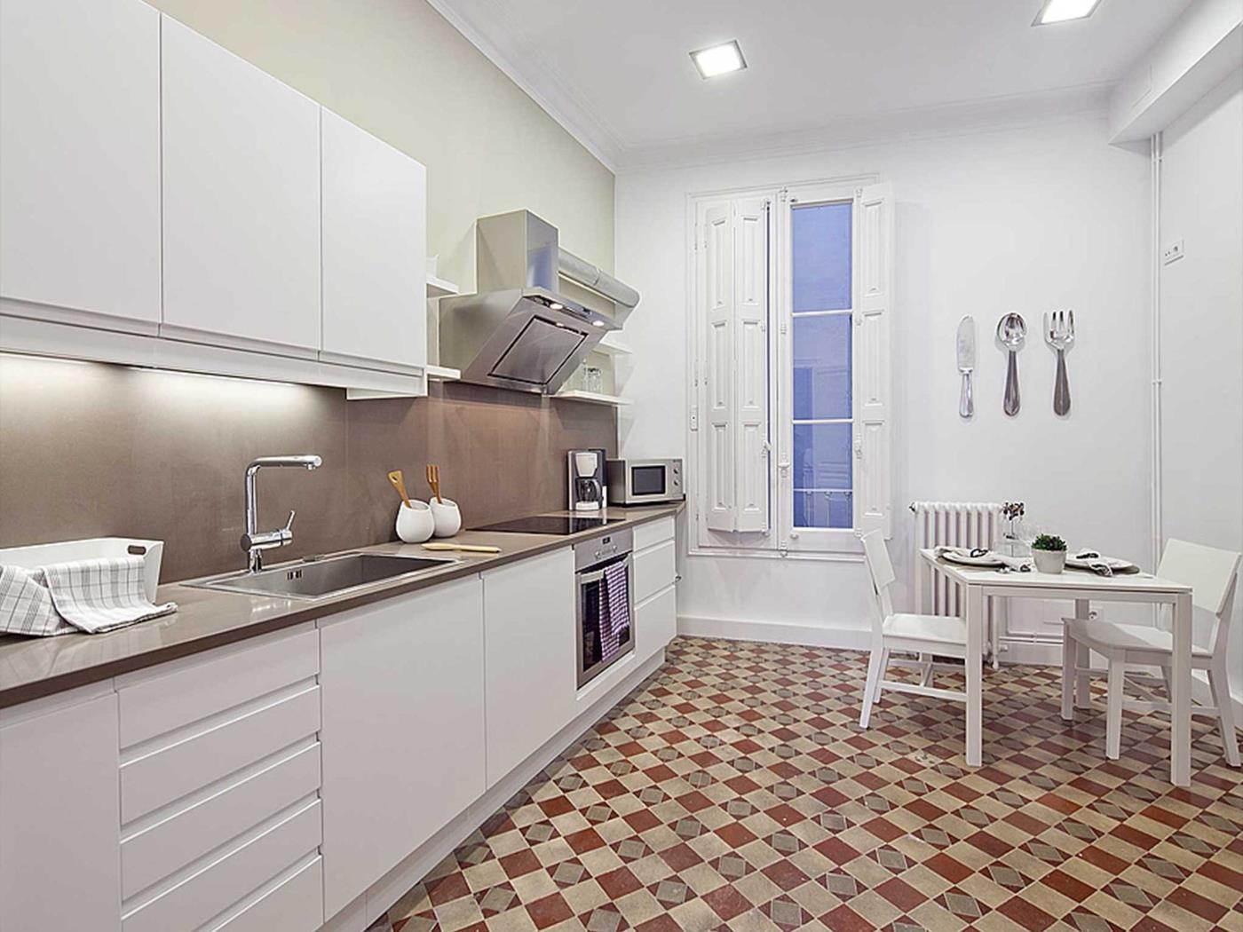 Apartment in the centre of Barcelona in Las Ramblas with balcony for 9 - My Space Barcelona Apartments