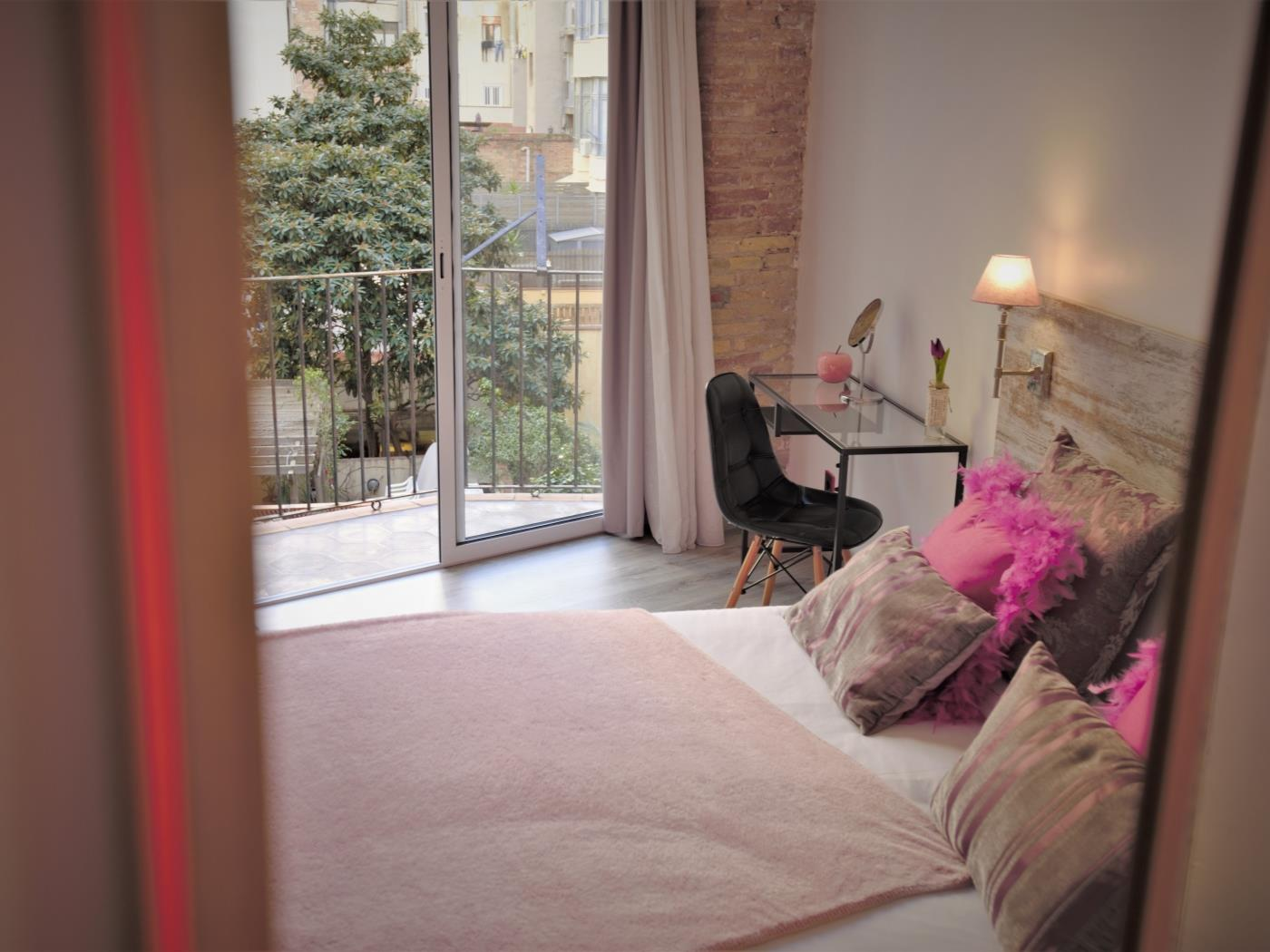 City Center Diagonal bright apartment with Balcony for 4 - My Space Barcelona Apartments