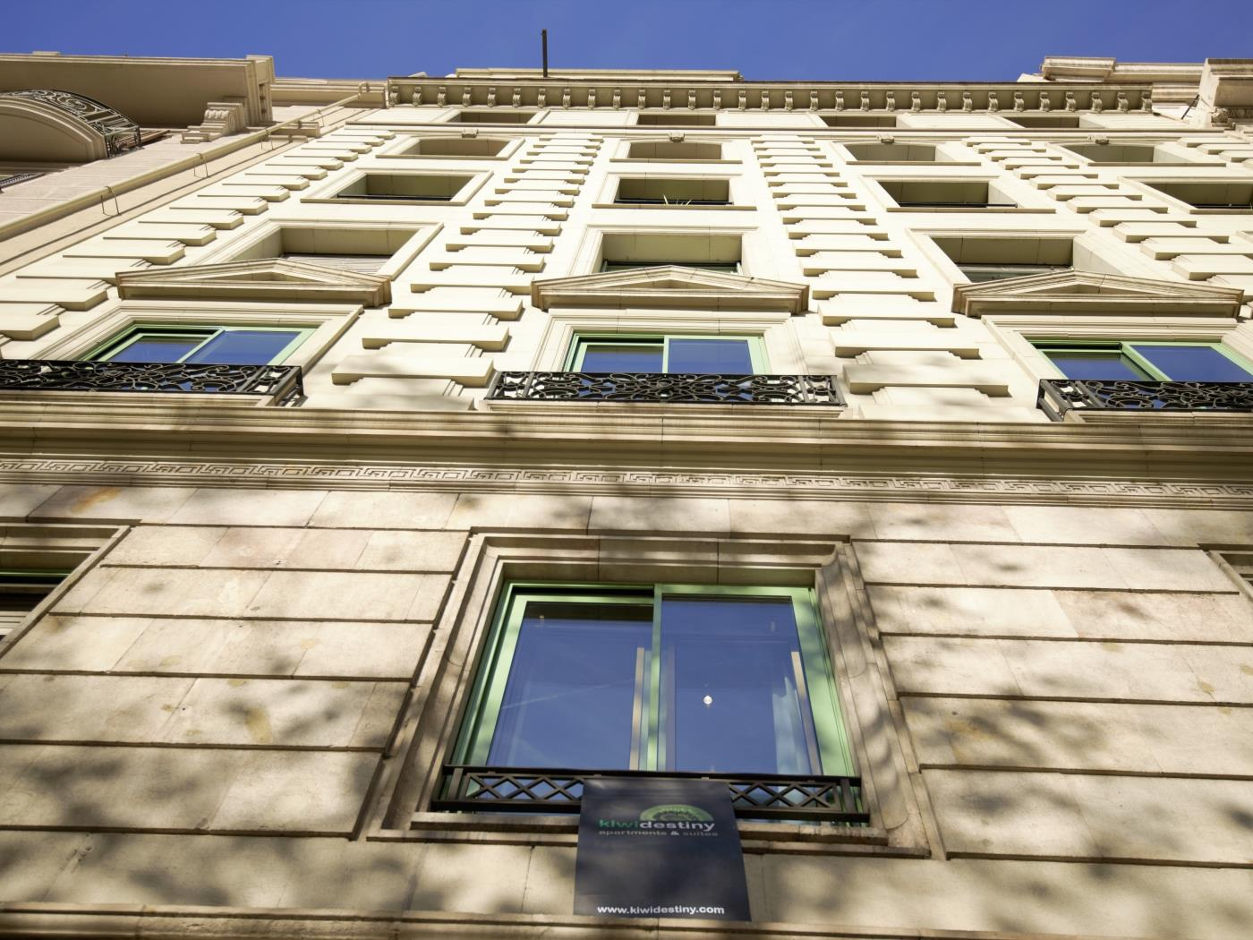 City Center Diagonal double room with private bathroom for 2 - My Space Barcelona Apartments