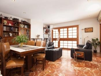 Duplex with balcony near Barcelona city centre