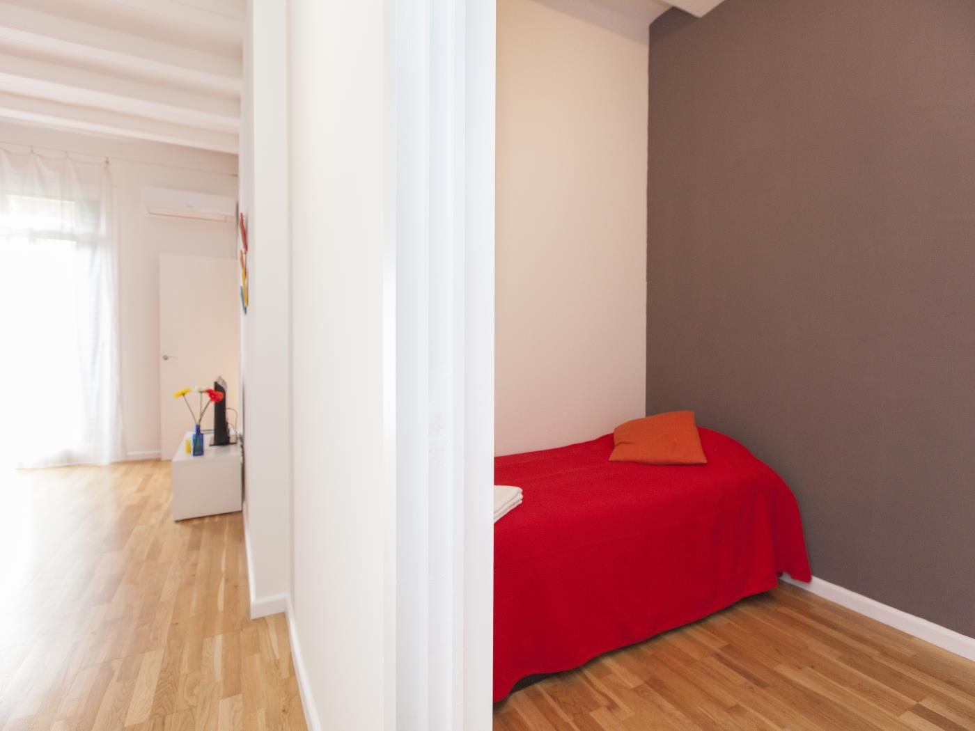 Apartment located in the city centre with balcony for 6 - My Space Barcelona Apartments