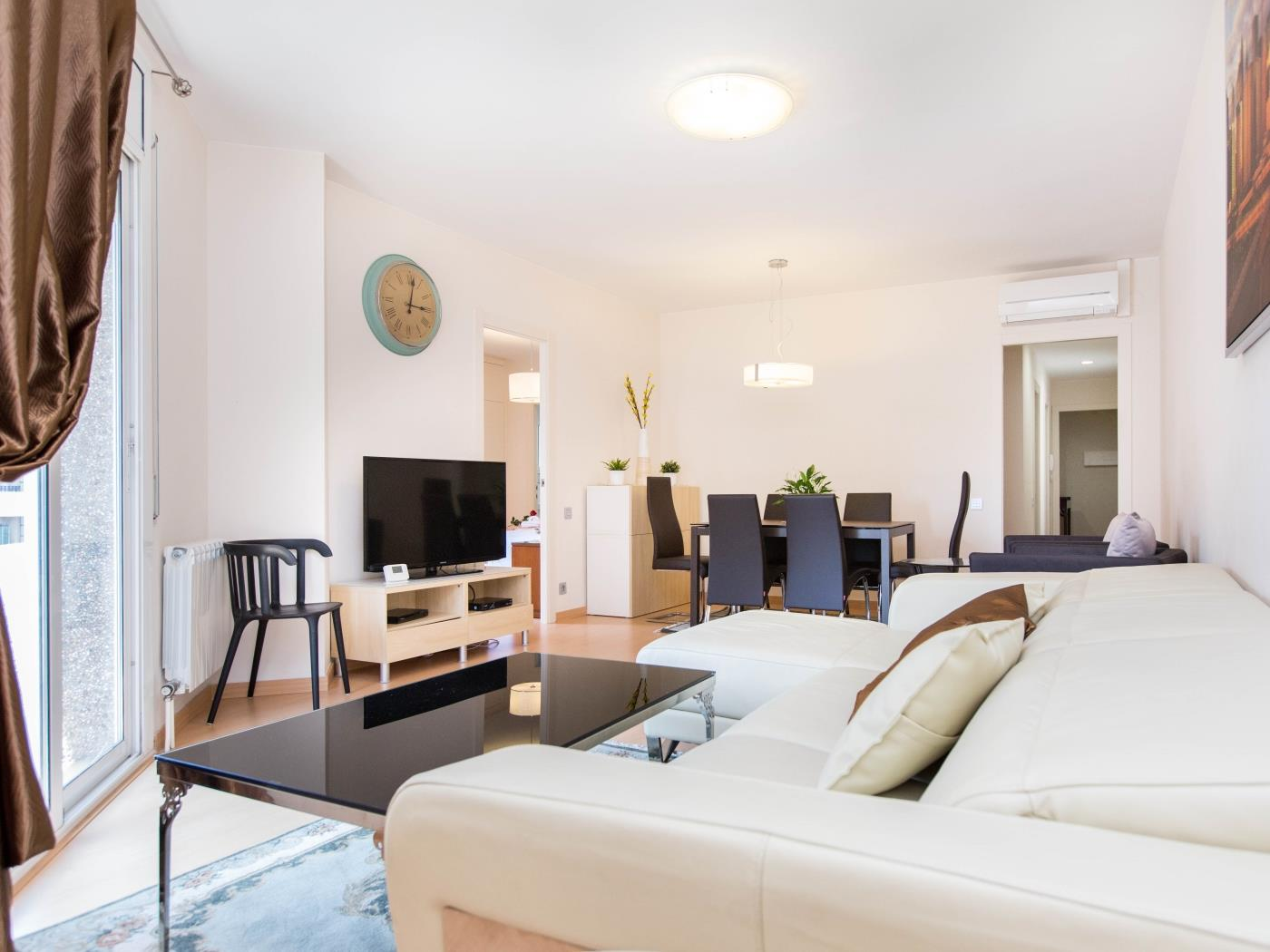 Comfy apartment in the centre of Barcelona with balcony for 6 - My Space Barcelona Apartments