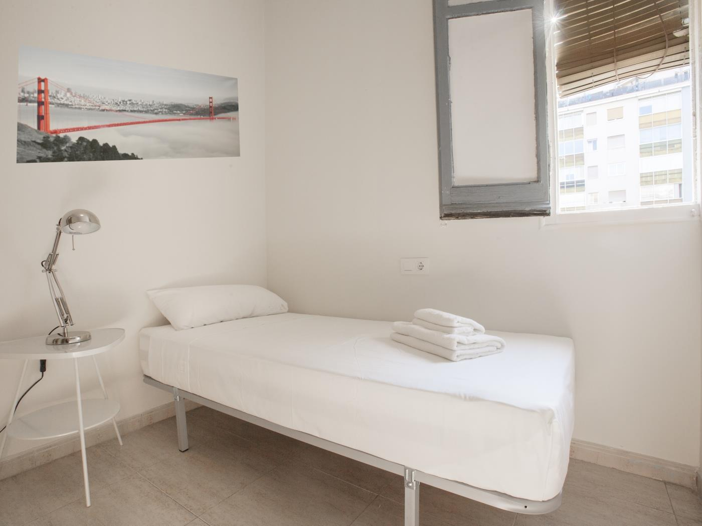 Apartment in the Eixample in the city centre with balcony for 5 - My Space Barcelona Apartments