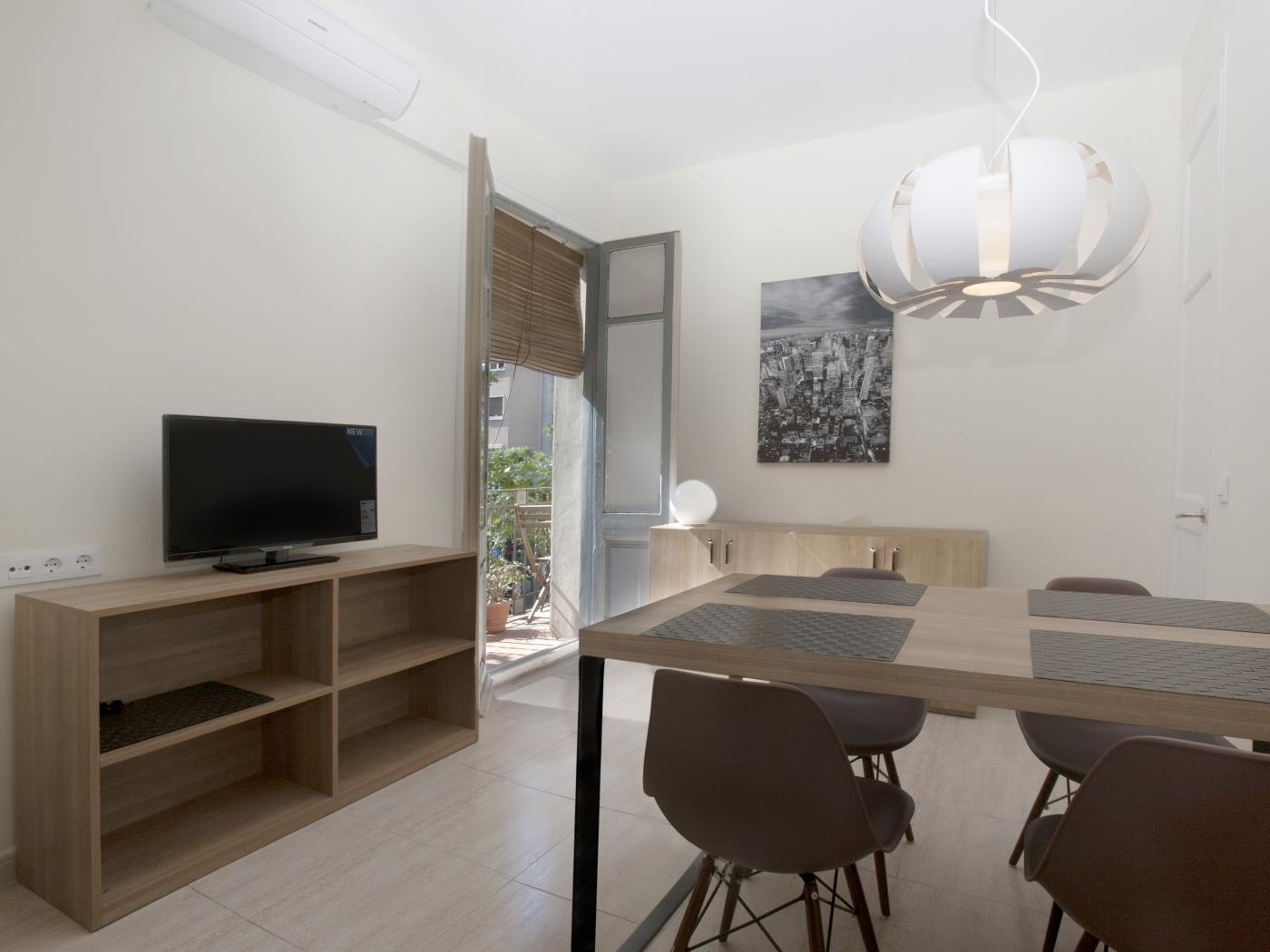 Sagrada Familia apartment in the city centre with balcony for 5 - My Space Barcelona Apartments