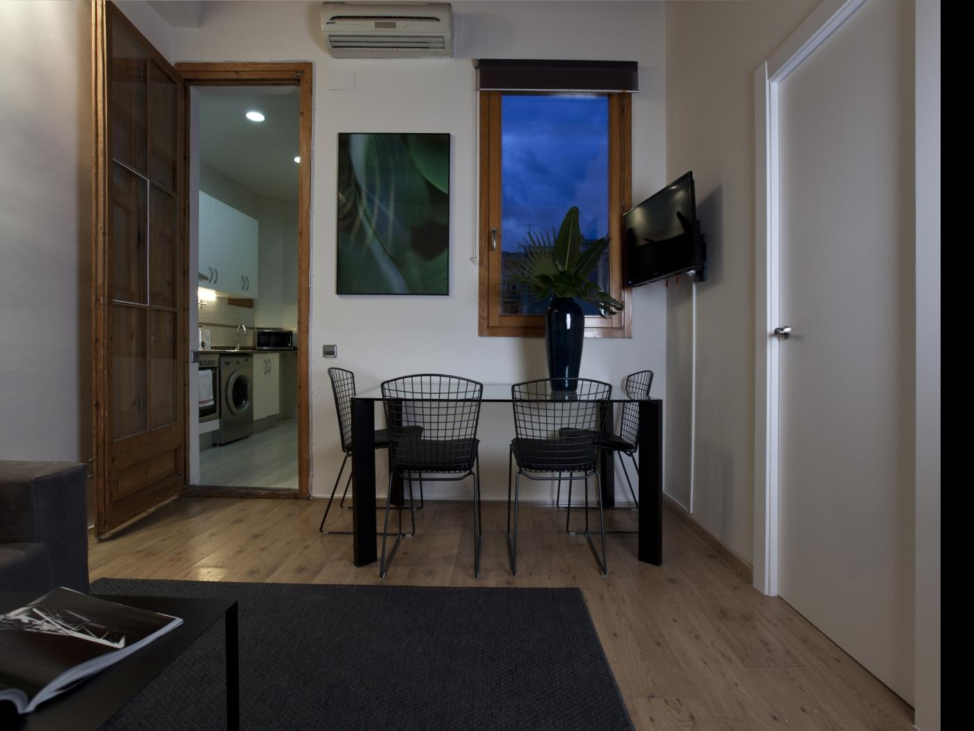 Cozy apartment in Gràcia with balcony for groups for 8 - My Space Barcelona Apartments