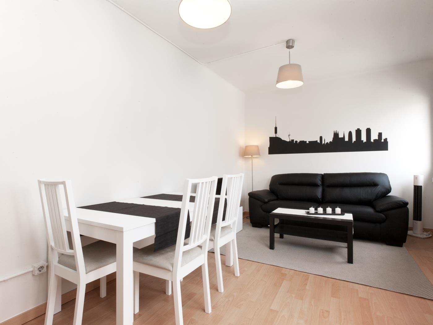 Apartment near the city centre with a private terrace for 6 - My Space barcelona Apartments