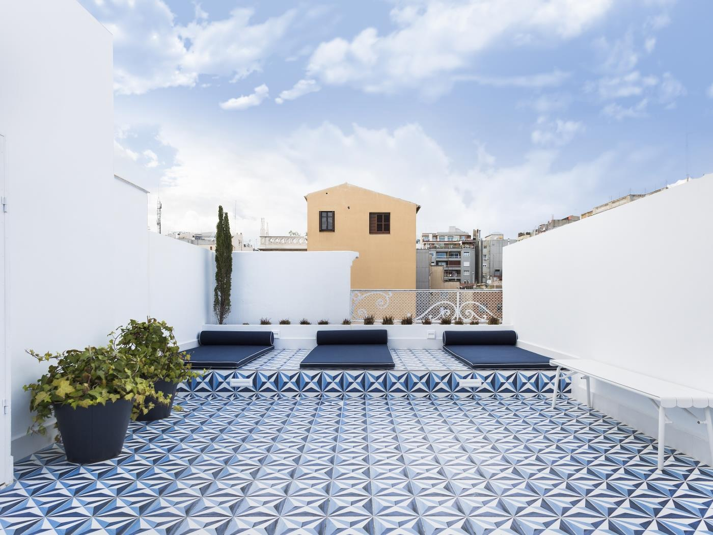 Charming apartment with private balcony and shared rooftop terrace - My Space Barcelona Apartments