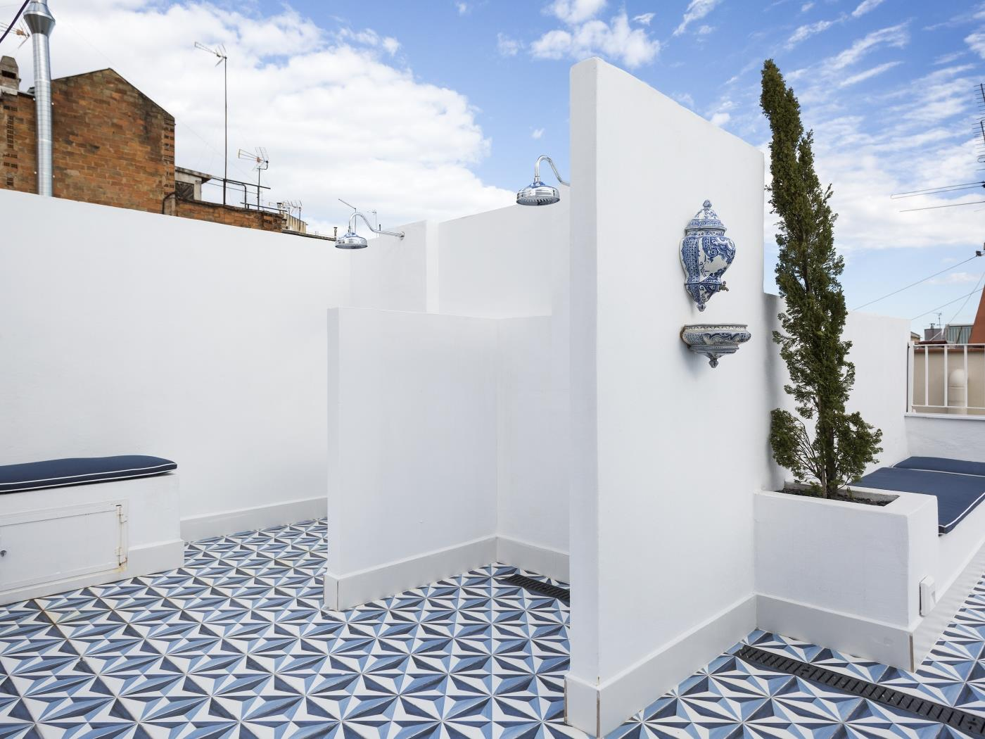 Private balcony apartment with shared rooftop terrace - My Space Barcelona Apartments