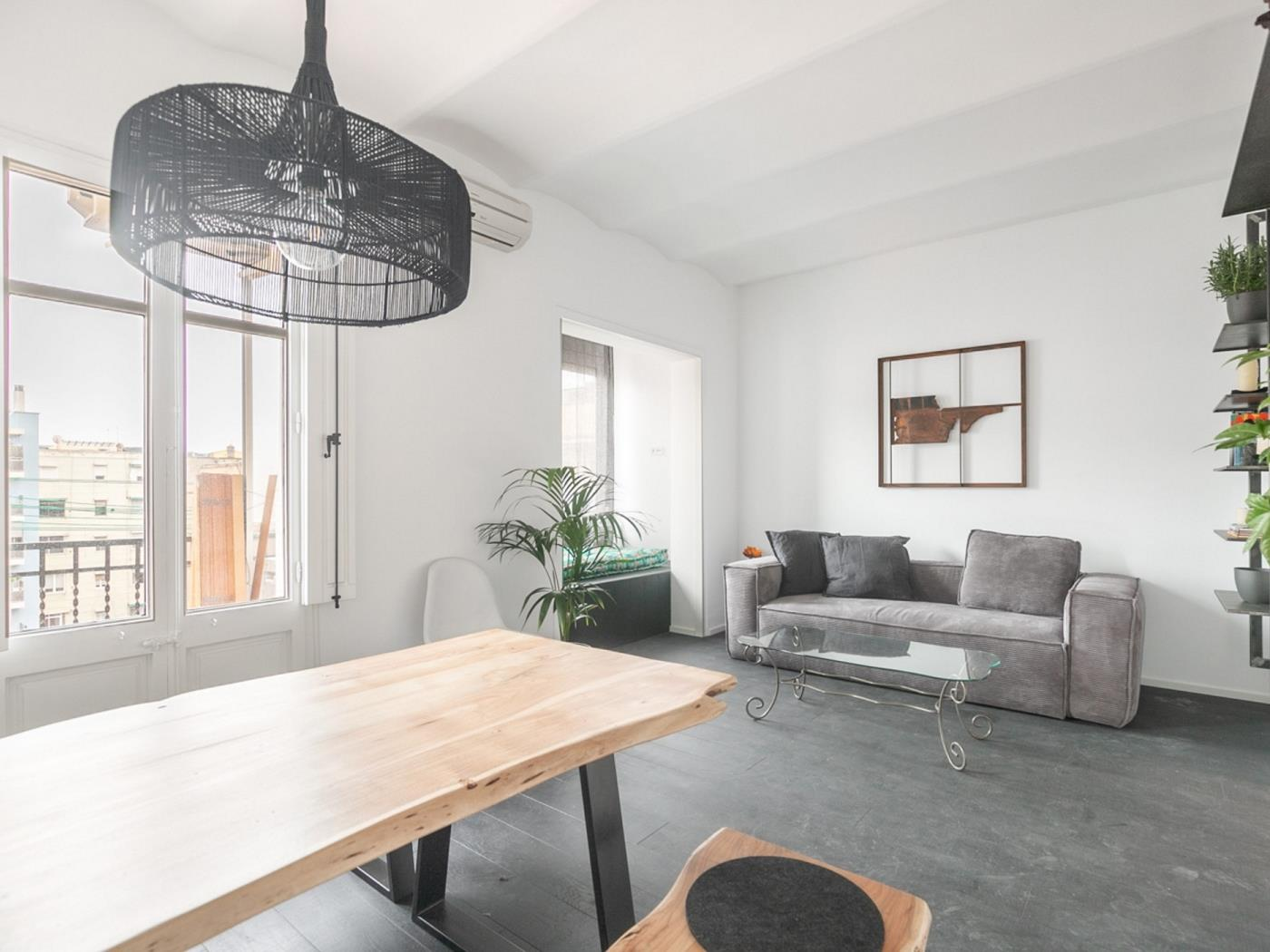 Modern and simple apartment with a sunny balcony near the city centre for 2 - My Space Barcelona Apartments
