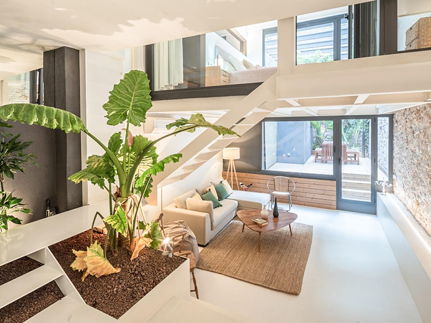 Lovely large and modern duplex apartment with a beautiful terrace ideal for a fa - My Space Barcelona Apartments
