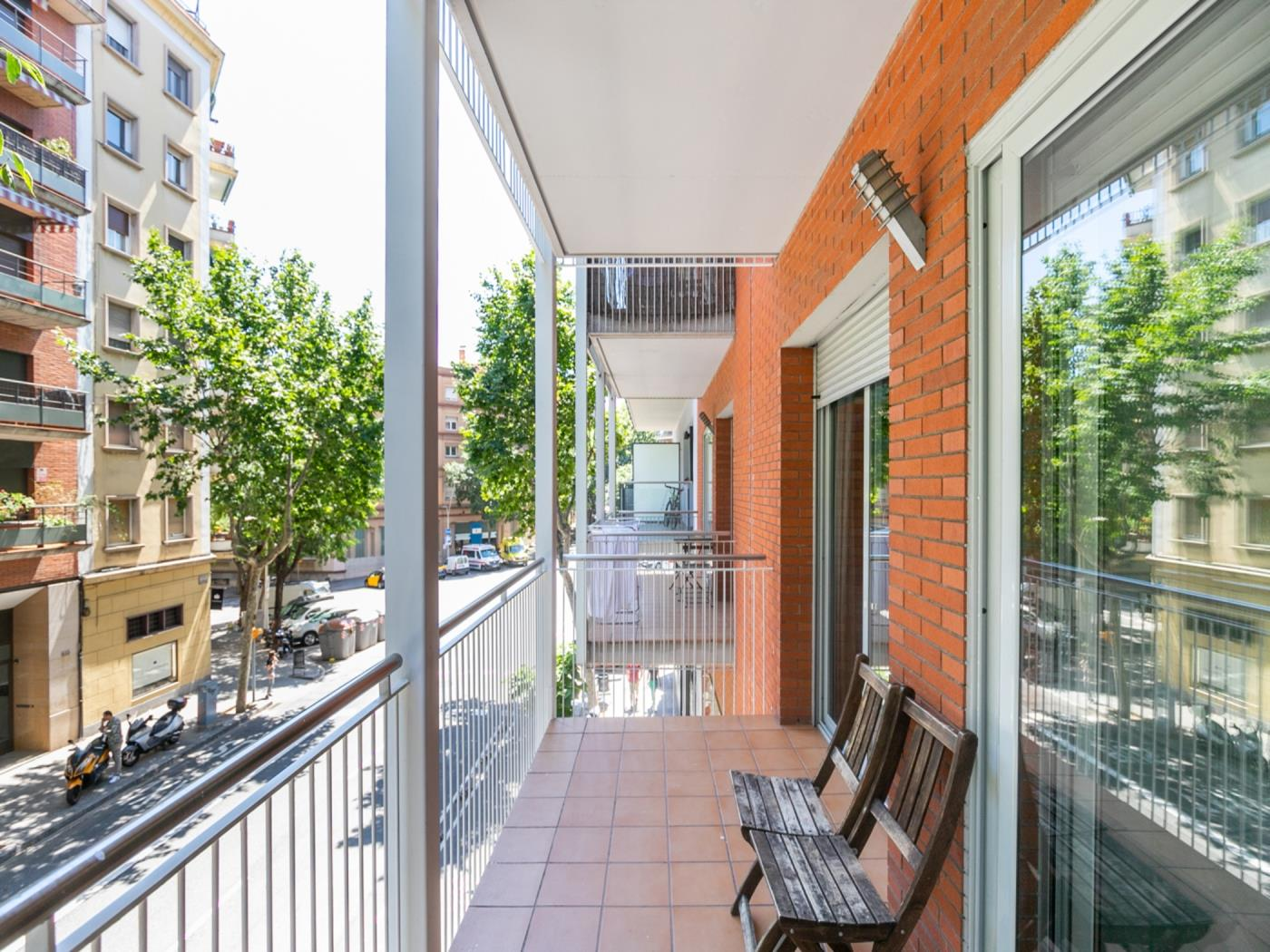 Beautiful apartement with a large balcony ideal for a family for 4 - My Space Barcelona Apartments