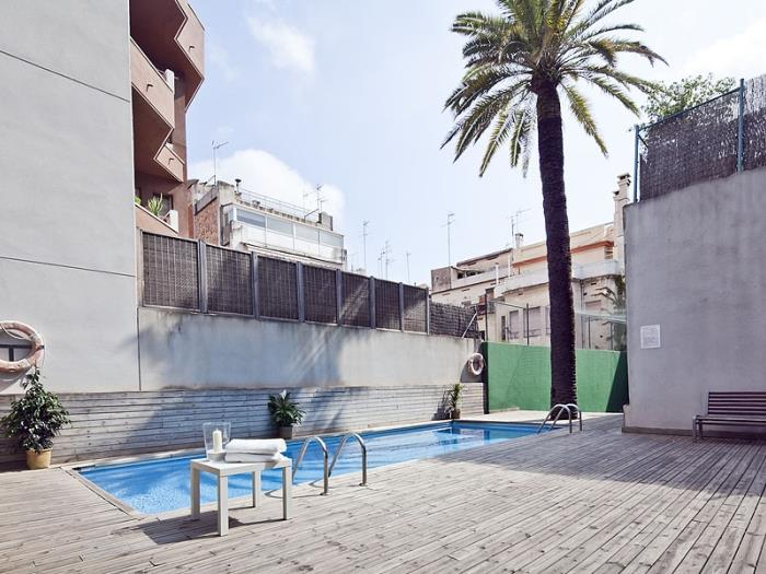 Room with private bathroom in duplex with shared swimming pool and terrace - My Space Barcelona Apartments