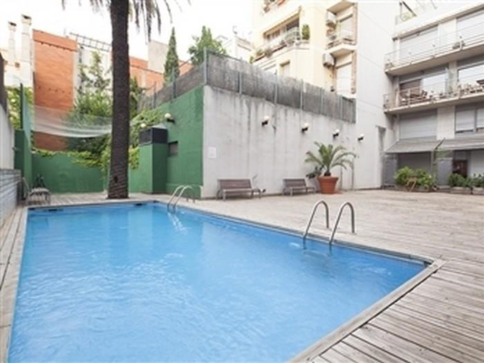 Room with private bathroom in duplex with private terrace and shared pool - My Space Barcelona Apartments