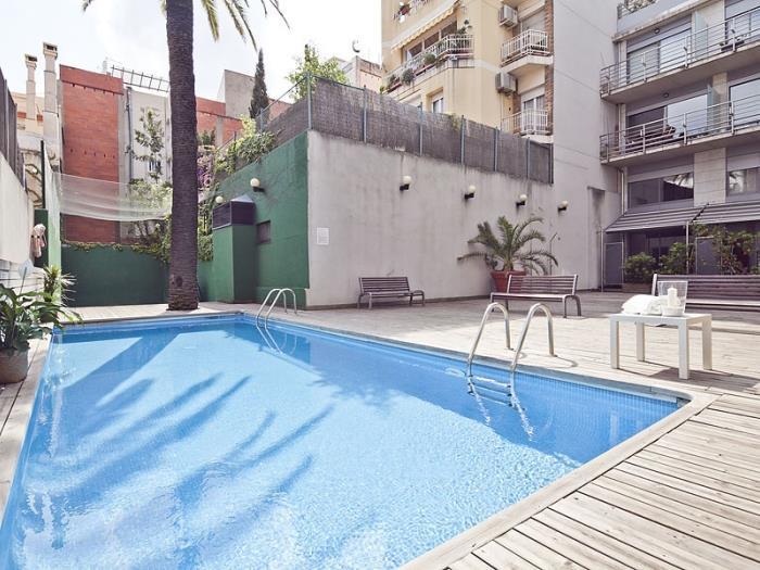 Big room in the city centre in building with pool and terrace for professionals - My Space Barcelona Apartments