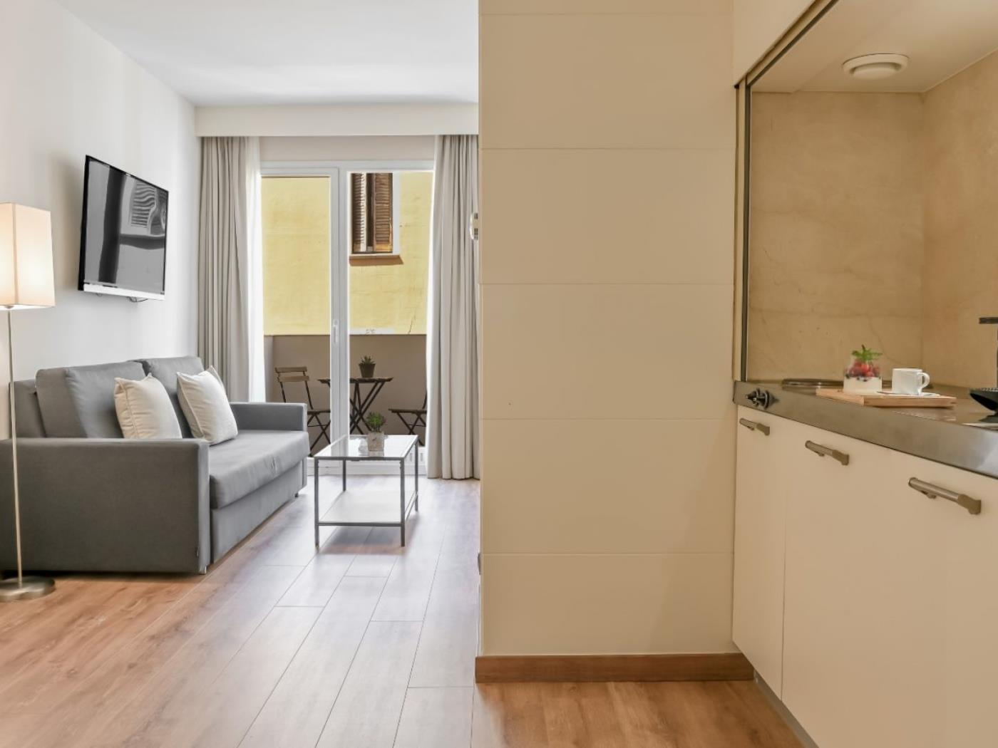 Beautiful studio apartment in Gràcia for long term rentals ideal for couples - My Space Barcelona Apartments