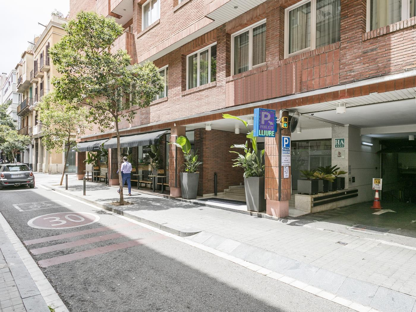 Comfortable studio apartment near Diagonal for couples for monthly rentals - My Space Barcelona Apartments
