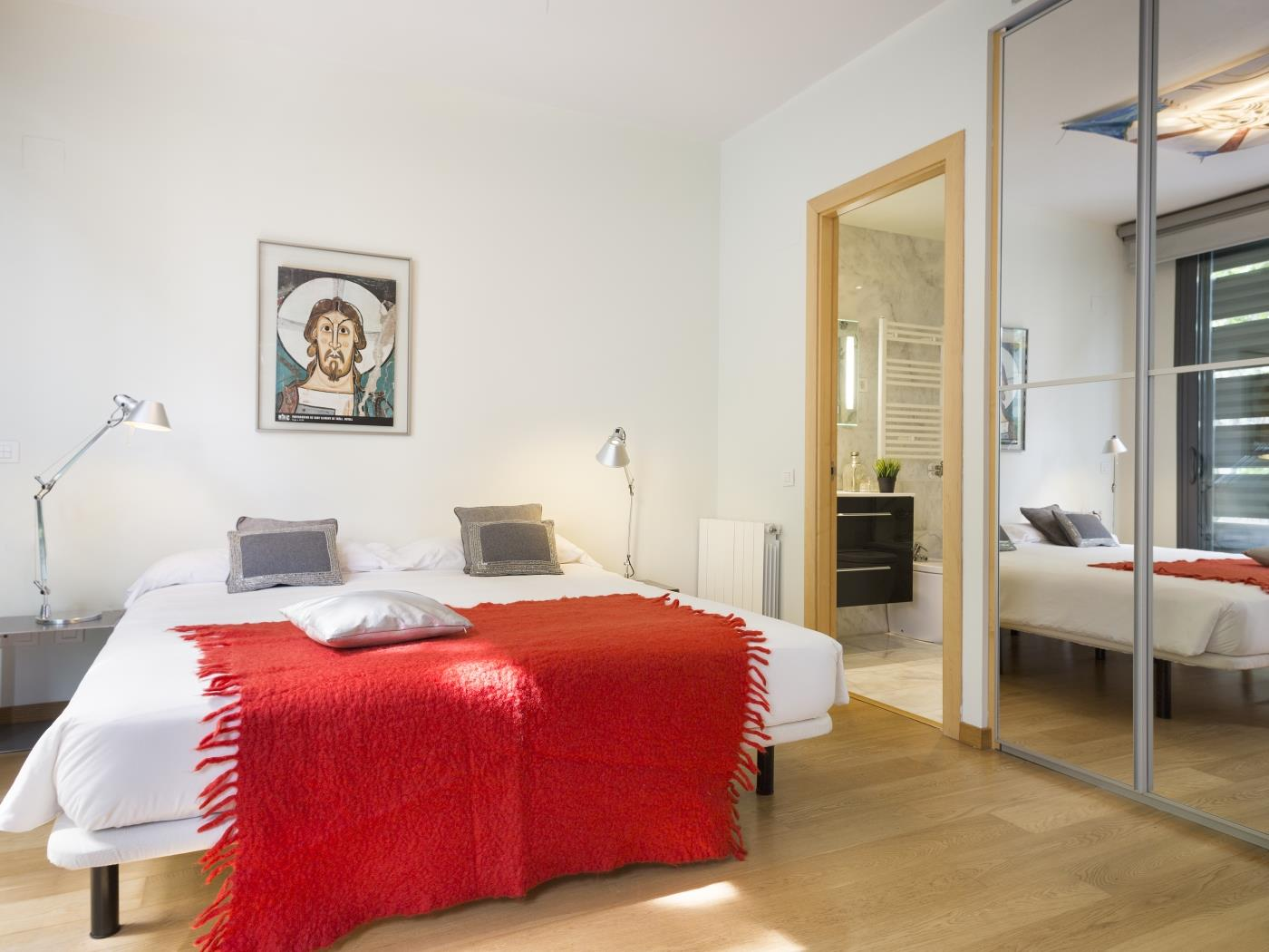 Room with private bathroom and shared swimming pool near the Ciudadela park - My Space Barcelona Apartments