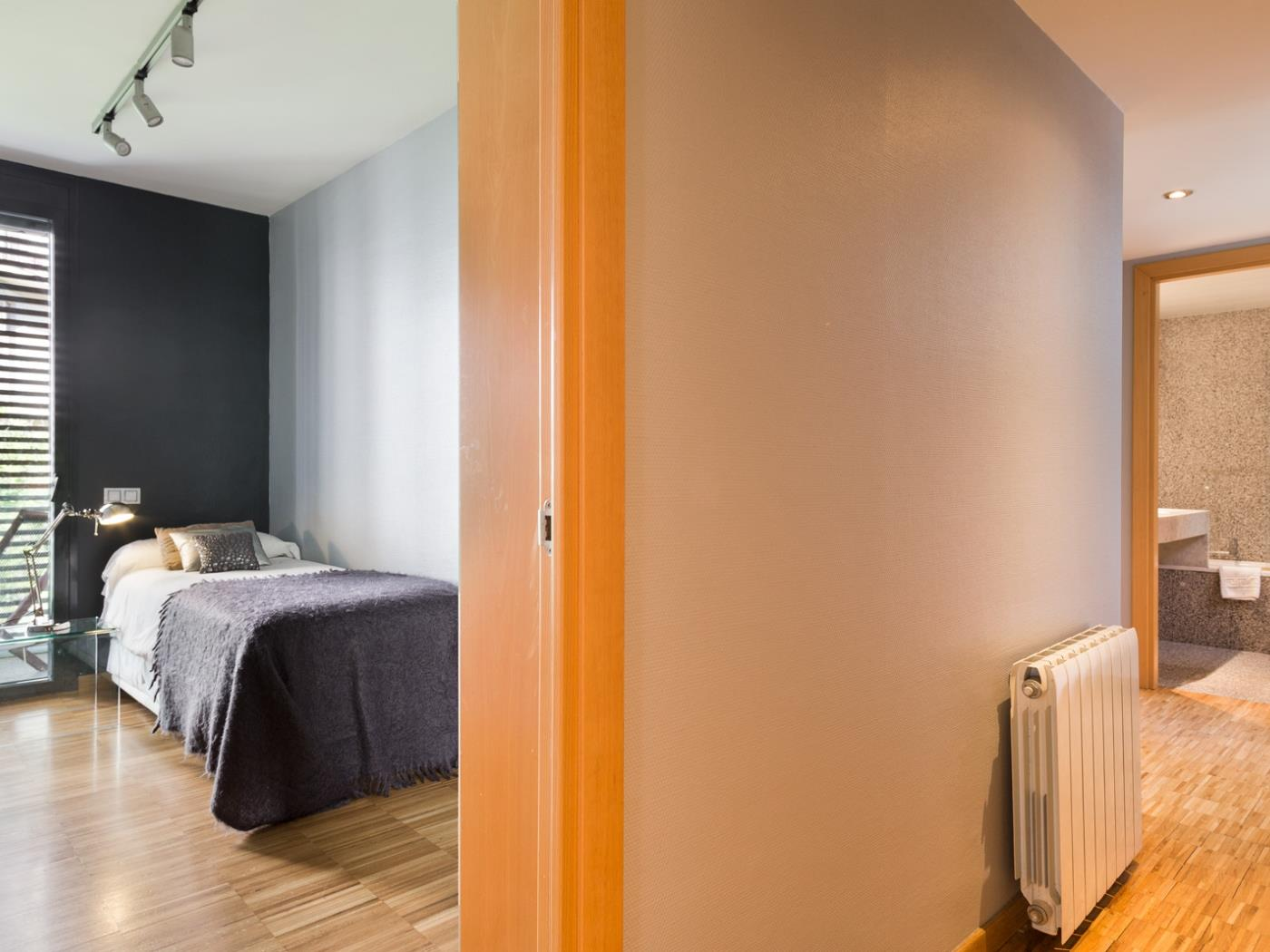 Room in Sant Gervasi with double bed, balcony and optional parking - My Space Barcelona Apartments